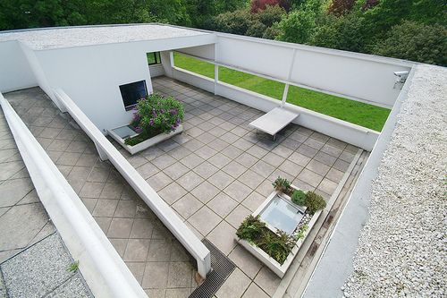 Villa Savoye: look down on the lower roof garden from the upper one | Flickr - Photo Sharing!