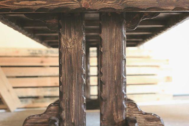 Массивные ножки 3-метрового деревянного стола из комплекта мебели #wood #woodworking #woodart #handmade #eco #rustic #homedecor #дерево #art #vscocam #nofilter #eco #photo #instagood #instaphoto #likstudio