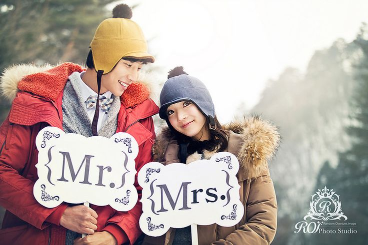 Outdoor pre wed photoshoot in Daegwallyeong, the peaceful province of Korea. 3 hours from Seoul, the photoshoot can be completed within a day. Please refer to our website: www.roistudio.co.kr #Koreawedding #prewedding #wedding #Koreatrip