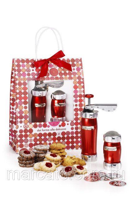 Оптом и в розницу Marcato Design Pack Rosso Biscuits + Dispenser (2 в 1) пресс для печенья и диспенсер, цвет красный #идеяподарка #MARCATORUSSIA #подарочныйнабор Отличная идея подарка! является хорошим устройством для изготовления домашнего печенья.  Он доступен в серебристом, синий, черный, медном, розовом, красном и зеленом цветах.  Купить в Украине: https://marcato.ua/p320758123-marcato-pack-rosso.html