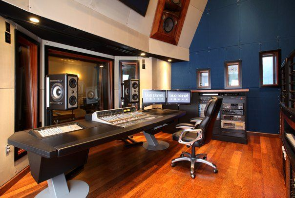 The recording studio of my dreams.: Blue Accent, Stunning Studios, Barclay Studio, Dream Mansions, Music Studios, Career Dreams, Accent Wall