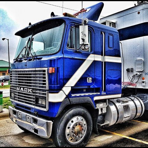 Big Mack Attack #trucking #bigtruck #macktruck