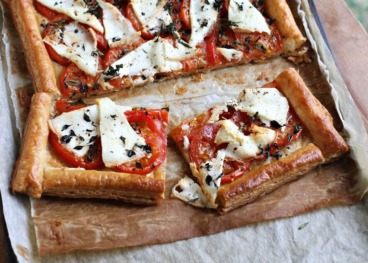 tomato, thyme & goat's cheese tart | #vegetarian #pastry #recipe #foodwise