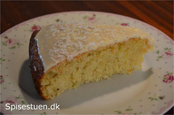 Lækker saftig kage med ananas. Til eftermiddagshygge her på årets første skønne sommerdag :-) Jeg har kommet glasur på min kage. Den ville være rigtig lækker med smeltet mørk chokolade på toppen, m…
