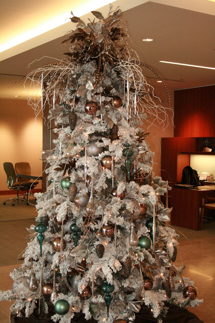 1000 ideas about flocked christmas trees on pinterest. Black Bedroom Furniture Sets. Home Design Ideas