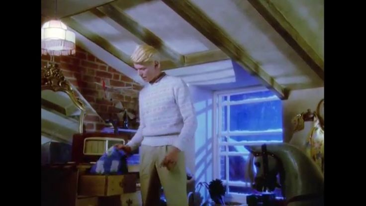 The Snowman - Bowie  Intro -  HD