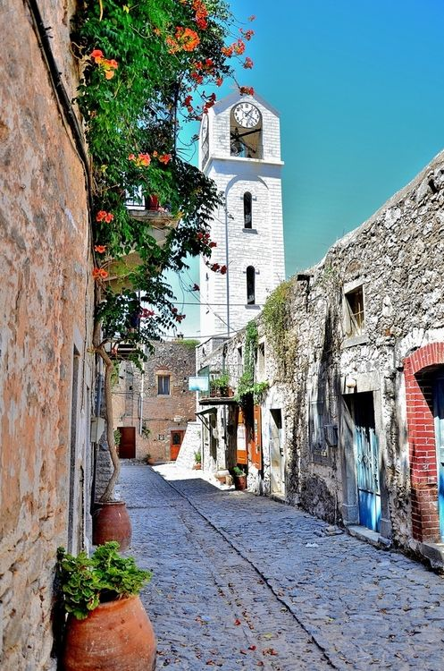 TRAVEL'IN GREECE I Alley on #Chios island, #North_Aegean, #Greece