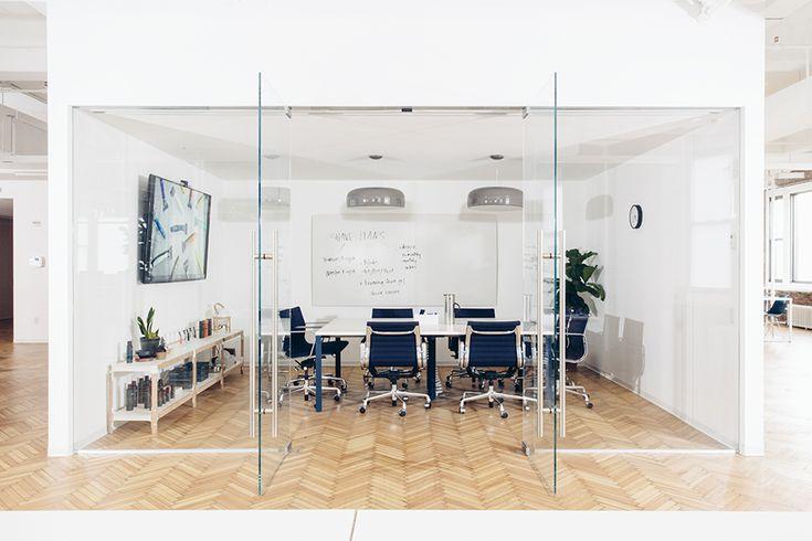 """Conheça o """"Living Office"""", da Herman Miller: a evolução dos ambientes de trabalho e o conceito aplicado na start-up Harry´s."""