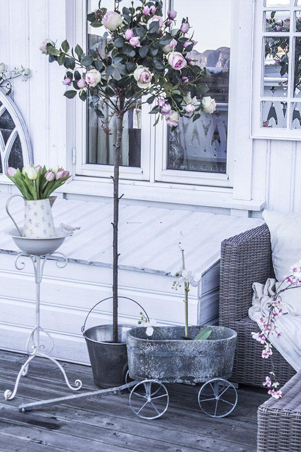 Vogn i antikk stil, blomsterkasse