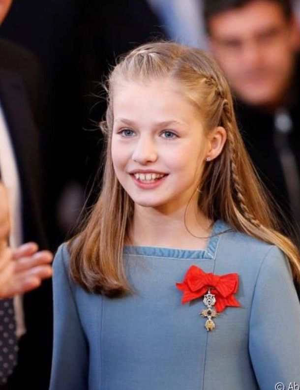 Leonor, Princess of Asturias, is awarded the Spanish Fleece by her father, the King, on the occasion of his 50th birthday.