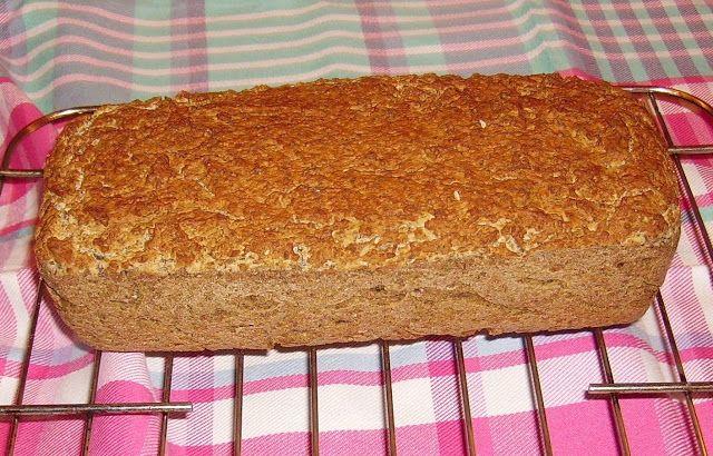 Mia's Glutenfreie Gaumenfreuden: Getreide-, ei-, milch-, nuss- und hefefreies Paleo-Brot