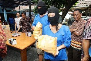 http://beeoskop.com/kurir-petelur-narkoba-jaringan-malaysia-indonesia/