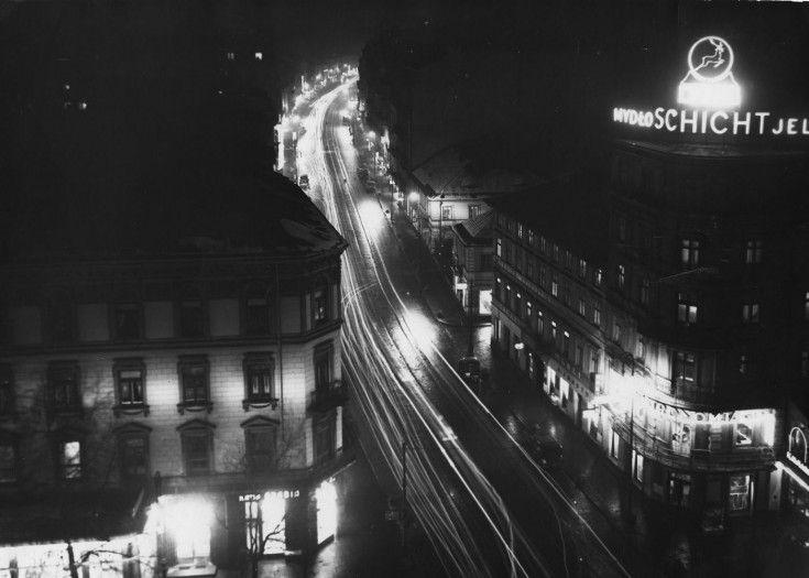 Styczeń 1934. Nowy Świat nocą widziany z gmachu Banku Gospodarstwa Krajowego