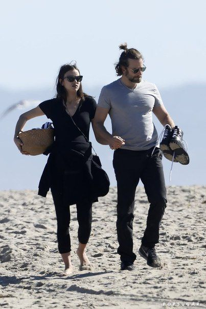 Ирина Шейк и Брэдли Купер на пляже Венис в Калифорнии