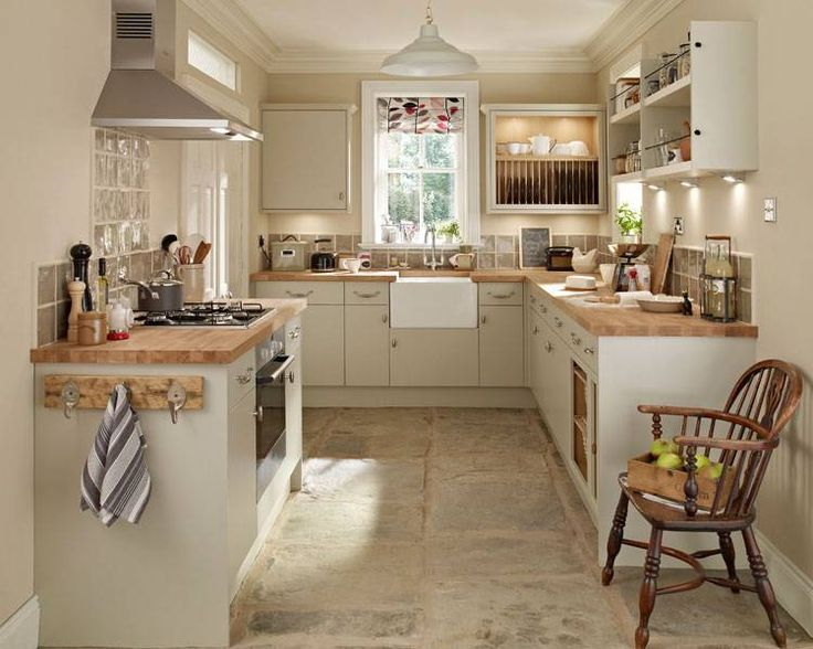 Howdens kitchen good layout for small kitchen kitchen for Country style kitchen nz