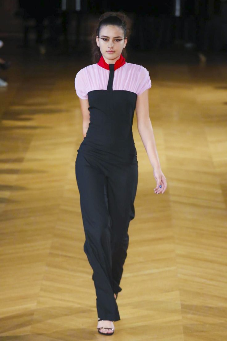 I don't wear it enough but I love the pink and red. Perfect balance against the black. Fatima Lopes #ss18 #pfw