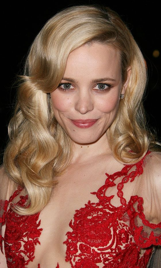 Rachel McAdams Goes For A Dramatic Side Parting And Brushed Out Waves For An Old School Hollywood Hairstyle