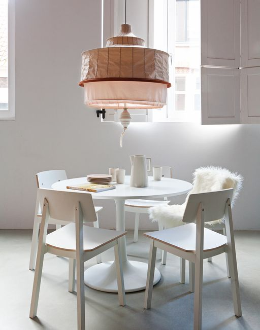 White dining room with round table and lamp with nude colours:  Boards, Dining Rooms, White Dining, White Rooms, White Decor, Pendants Lights, Round Tables, Design Home, Dining Tables