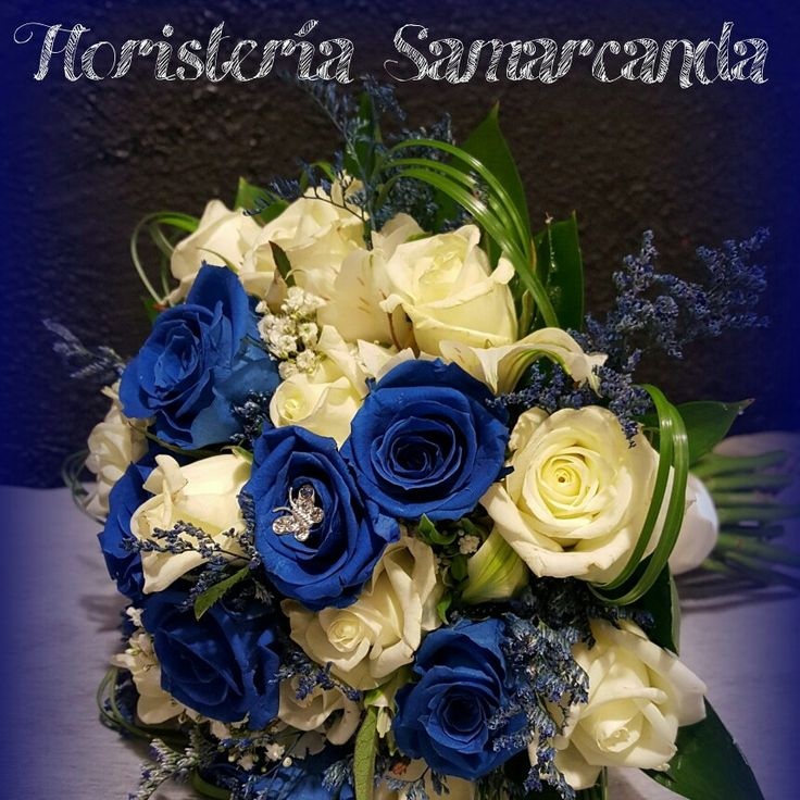 Ramo de novia de rosas blancas y azules #FloristeríaSamarcanda