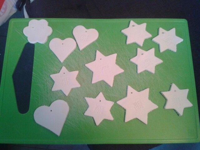 Voorbereidingen voor sterrenslinger van witte klei!