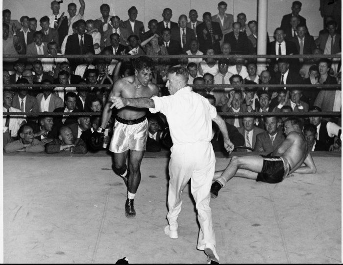 the Late Tuna Scanlan in a boxing match back in his hey days against Beaton during the 1950s