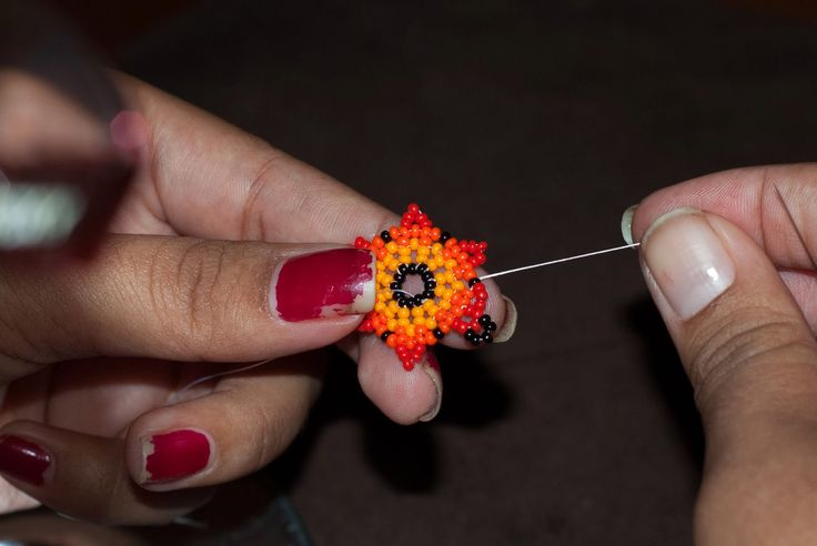 The Bumblebead: Huichol flower Tutorial