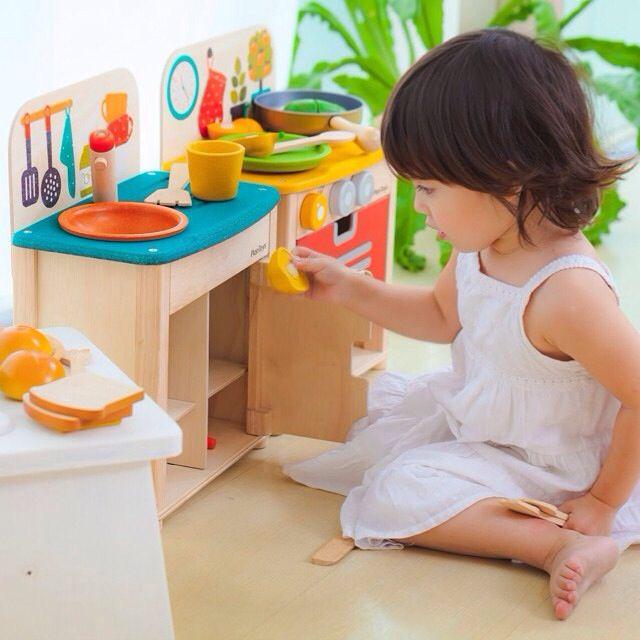 Çocuklarınız PlanToys® oyuncaklarıyla kendi mutfaklarında kendi yemeklerini yapacaklar.