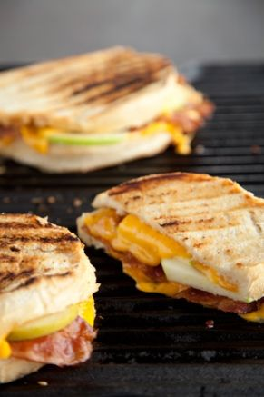 GRILLED APPLE, BACON AND CHEDDAR SANDWICH WITH ROASTED RED ONION MAYO::