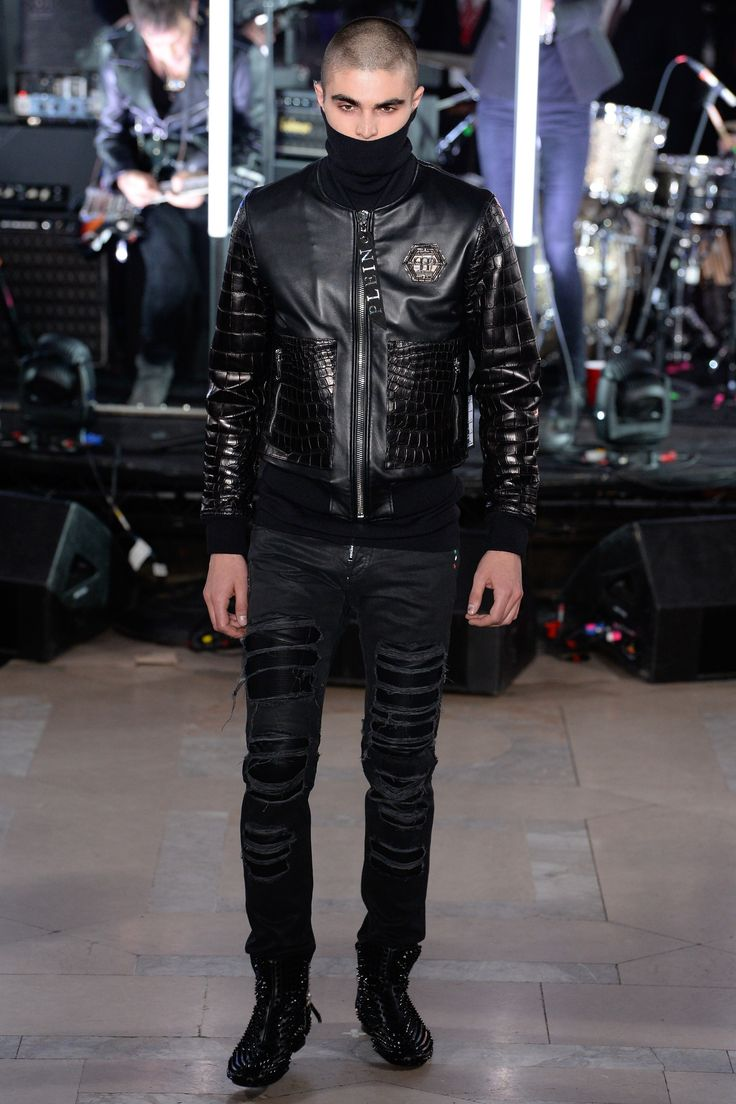 See the complete Philipp Plein Fall 2017 Menswear collection.