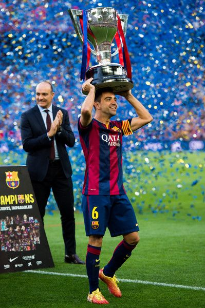 Xavi Hernandez of FC Barcelona lifts up the La Liga champions trophy after the La Liga match between FC Barcelona and RC Deportivo La Coruna at Camp Nou on May 23, 2015 in Barcelona, Catalonia.