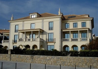 King Umberto II, the last king of Italy lived for 37 years in this house facing the Atlantic Ocean in Cascais. He came to Portugal during WWII and was never allowed to return to his country. The house is now part of the complex of the Grande Real Villa Italia Hotel.