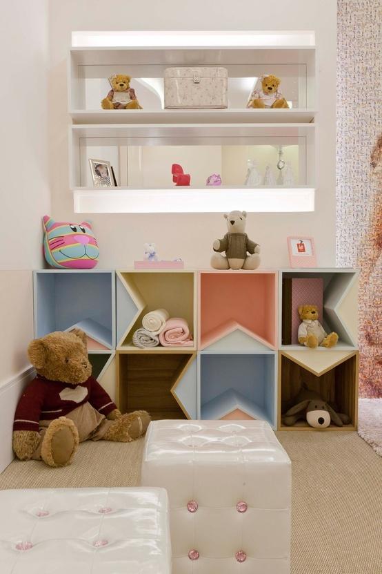 estantes/ colorido/ brinquedoteca