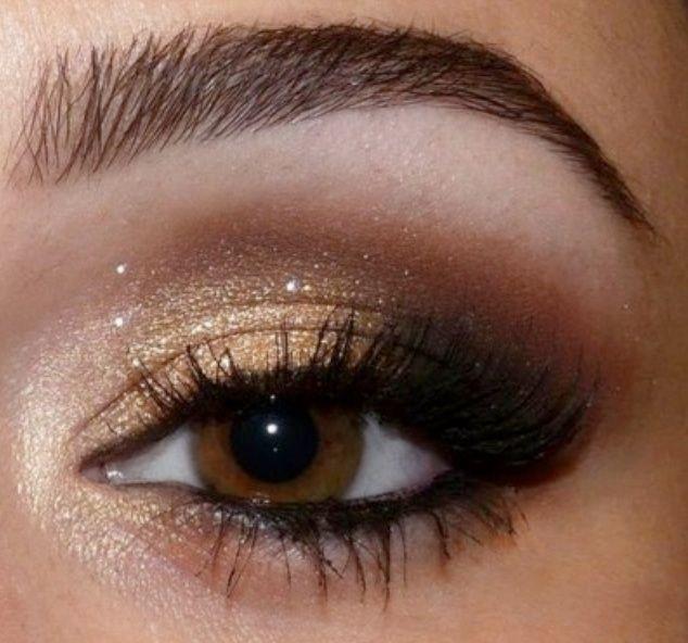 Maquillaje de noche en dorado