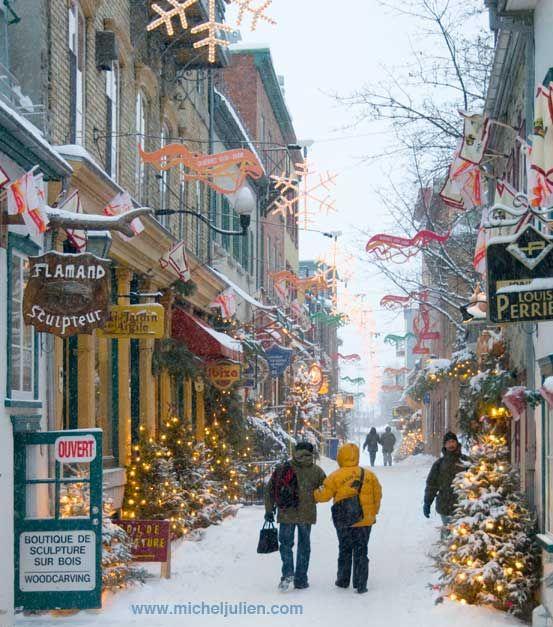 Maintenant, voici le Vieux Québec, en hiver.. (so here is the old Quebec in winter)