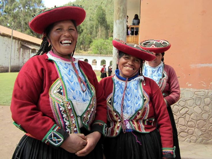 Local women at Umasbamba village, Chinchero District, Peru.