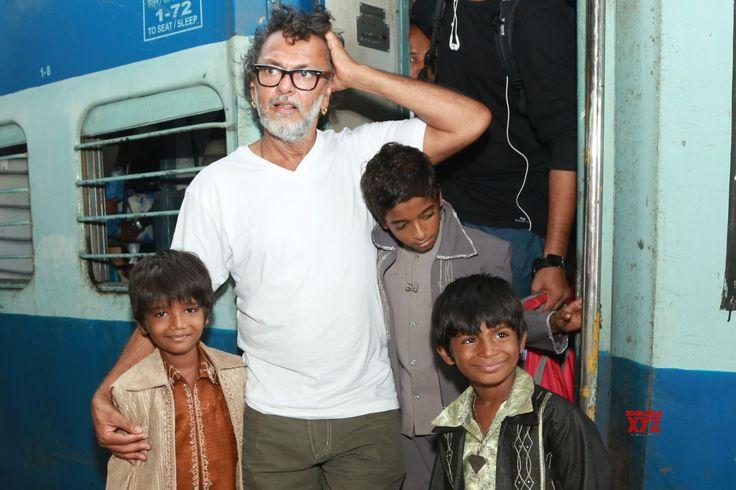 New Delhi: Rakeysh Omprakash Mehra at New Delhi Railway Station - Social News XYZ