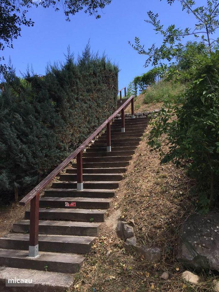 Trap verbinding tussen het park en de rivier de Ardèche