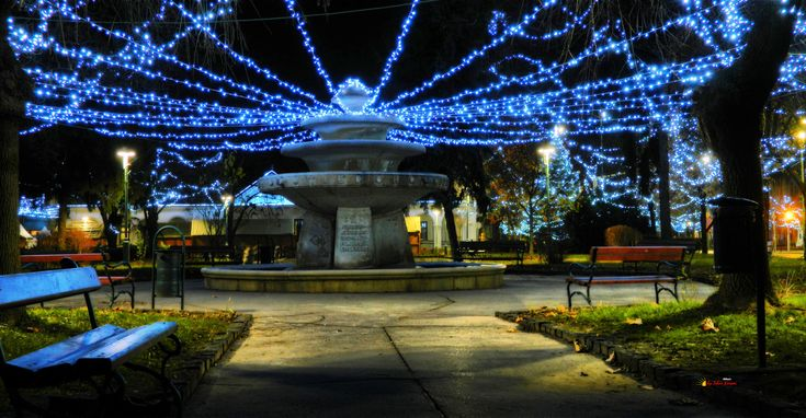 Before Christmas in my city, downtown - The Fontana, Kiskunfélegyháza, Hungary, Nikon Coolpix L310, 10.2mm, 1s, ISO80, f/3.8, panorama mode: segment 2, HDR photography, 201712030710