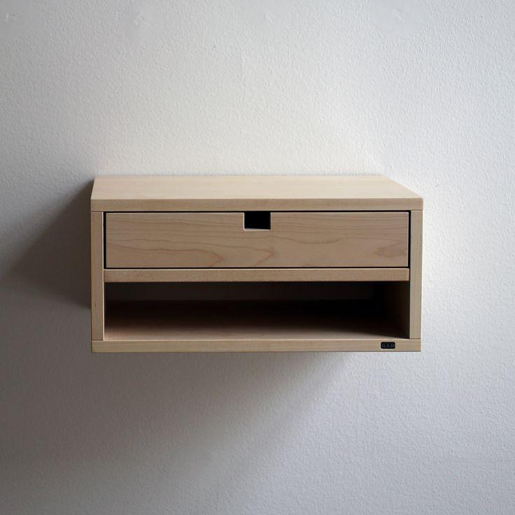 Stapla modulerna på sig, häng dem sida vid sida eller använd modulen ensam, precis som den är. Lådor och hyllplan placerar du in där du behöver dem. Välj mellan vägghängda och golvstående moduler. De…