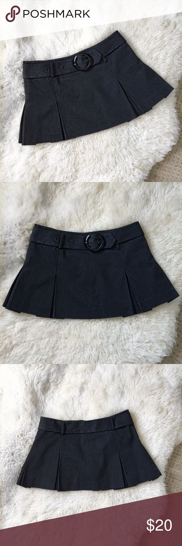 Black Pleated Mini Skirt Size Medium Black Belted & Pleated Mini Skirt. By Papaya. Color is between black and dark gray. Shiny Round buckle. Only worn once. Cotton blend. Machine wash. Size Medium. Papaya Skirts Mini