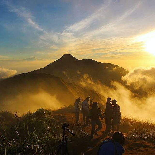 ⓝⓤⓢⓐⓝⓣⓐⓡⓐ ⓚⓘⓣⓐ Gunung Andong, Magelang. Photo oleh👉@ari__andrian👈 ...................................... Follow & kunjungi galeri @ari__andrian Photo2nya sangat indah. ______________________________ Nusantara Kita adalah kumpulan hasil karya photo terbaik anak bangsa.  Mari Follow @nusantarakita  Tagar photo2mu dengan #nusantarakita. Cantumkan lokasi photo dengan jelas. Secara acak kami akan memilih photo yang terbaik.  Terima kasih dan salam lestari.
