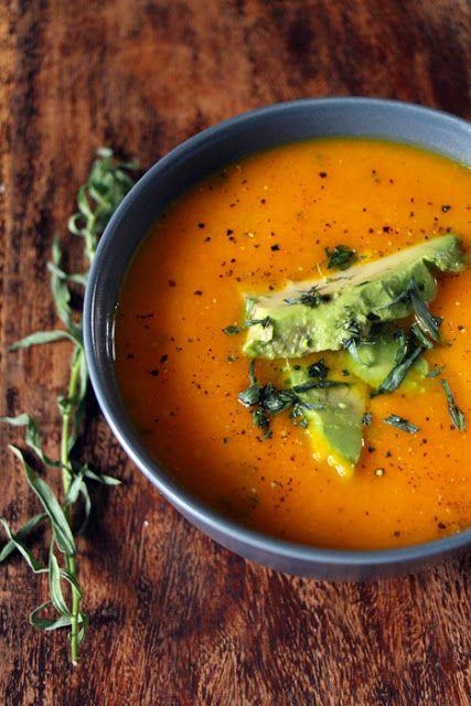 Kürbissuppe mit Avocado und Estragon