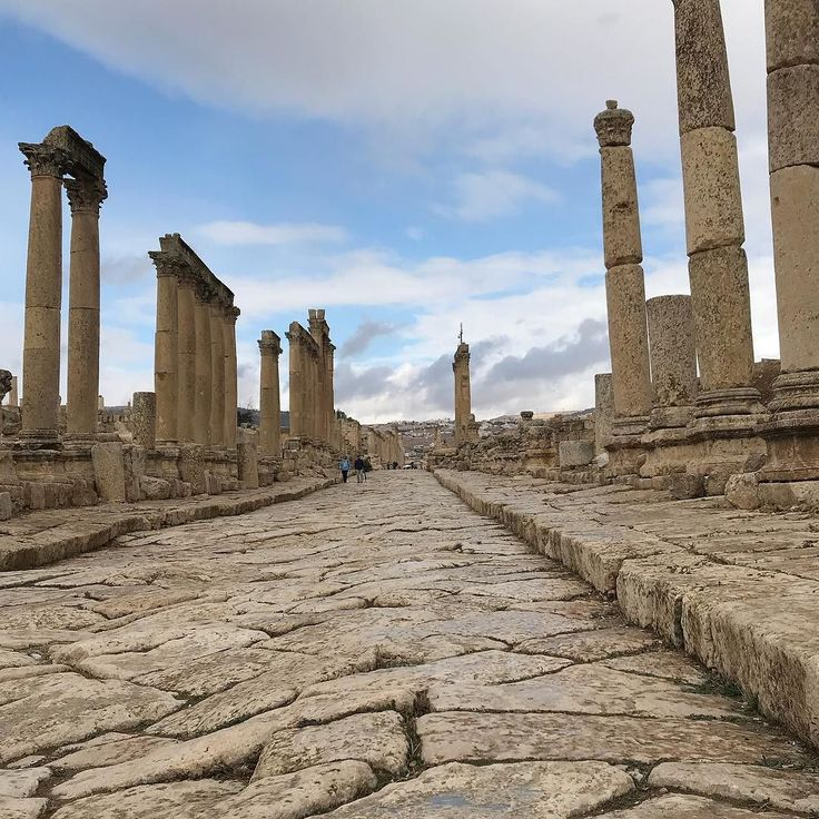 Walking through the ancient city of #Jerash is like stepping back in time. Its the largest preserved Roman town outside of #Italy. @myjordanjourney @visitjordan. In this photo you see Jerashs colonnaded cardo maximus straight in the way that only a Roman road can be - 800 km long. #photooftheday #jordan #romanruins #insta_international