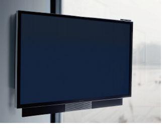 De nieuwe BeoVision Avant televisie is standaard uitgerust met een 55 inch scherm met Ultra High Definition 4K beeldkwaliteit en goede akoestische prestaties. De BeoVision Avant heeft onder meer automatische luidsprekers die naar buiten schuiven als de 4K tv wordt aangezet.