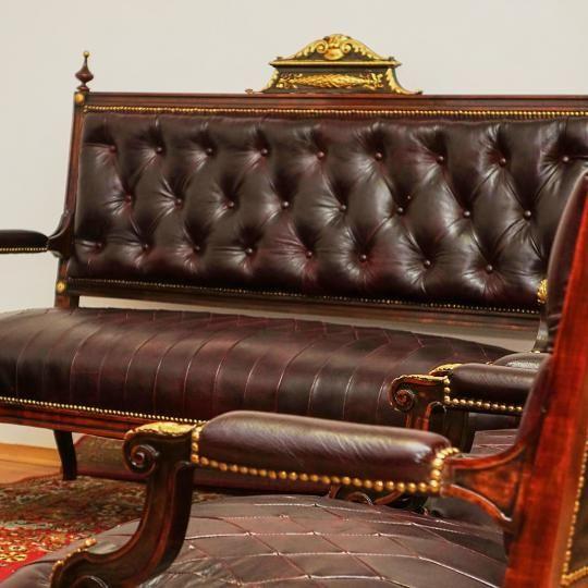 Staronemecká kožená sedacia súprava, s originálnym koženým čalúnením. S možnosťou fakturácie. Prepravné náklady  nie sú v cene.