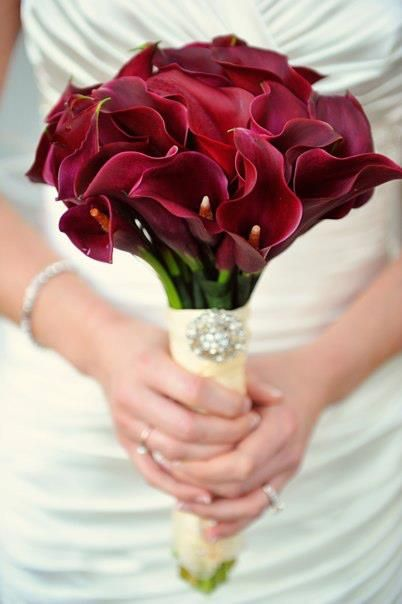 Simple burgundy calla lily bouquet for a fall wedding