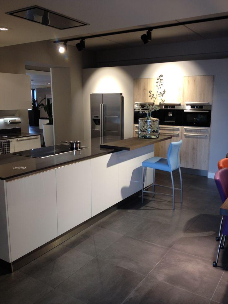 Moderne Praktische Eilandkeuken | Inbouw Amerikaanse Koelkast | Plafond  Afzuigkap |. Ga Voor Meer Keukeninspiratie