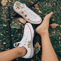 Empezando el día, pero antes un ☕️ y relax! 😊👟 Converse bordados a mano por artesanas mexicanas, encuentra diferentes diseños en nuestra tienda online! Link en bio 👆🏼 #comprasonline #tenisbordados #conversebordados #actitudconverse #bordadomexicano #mexicanembroidery #embroideryshoes #embroiderydesign #embroidery #embroideryart #bordadoMéxico #bordadorococó #blogger #bordadoamano #bordadosmodernos #converseallstar #actitudconverse #misconverse #conversebordados #weddingaccesories…