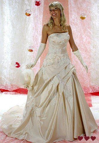 Robe de mariée couleur champagne