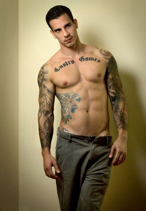 Thats what I'm talkin about !!!! A sexy ripped man with tattoos ;) I think Im in love <3